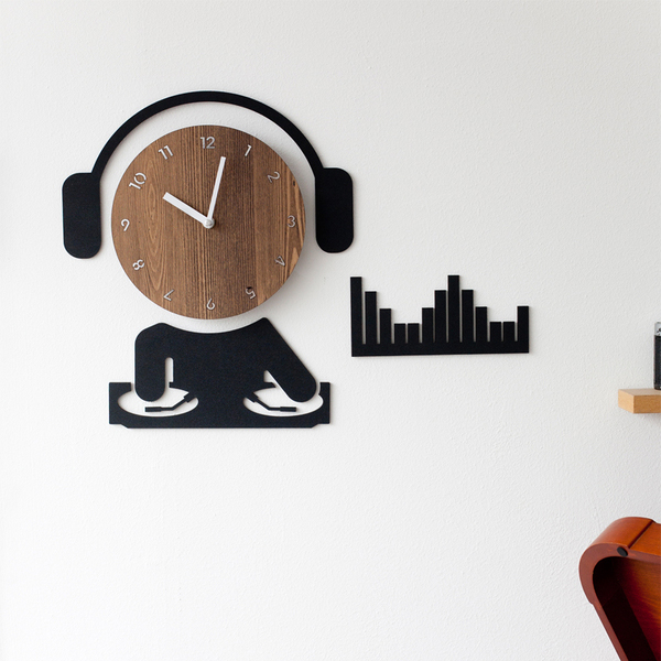 DJ Ultra Quiet Wall Clock